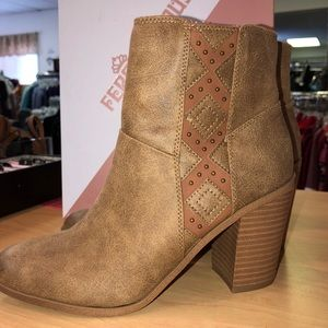 Fergie Fashion Ankle boot Size 8